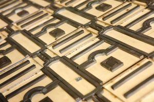 <p>Berken door-en-door multiplex is traditiegetrouw een zeer<br />populair plaatmateriaal. Door zijn gelijkmatige opbouw en<br />zijn zeer brede toepasbaarheid is deze loofhout-plaat één<br />van de meest gebruikte plaatmaterialen.<br /><br /></p> <p>Sp