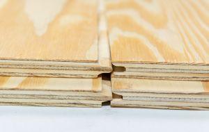 <p>Elltiotis Pine is opgebouwd uit naaldhoutfineren, toepasbaar voor constructieve doeleinden.<br />Leverbaar met tong en groef of rechte kanten.<br />Elliottis-pine is een houtsoort met gunstige sterkte-eigenschappen. <br />Speciaal voor de Nederlandse m